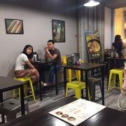 bàn ghế nhà hàng quán ăn tại quán  bánh cuốn Thiên Hương