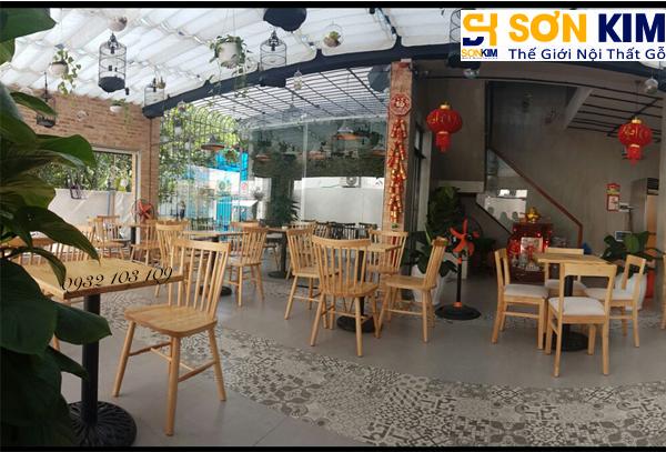 Hình 11: Bàn ghế cafe tại quán Cake Garden Coffee