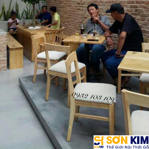 Hình 24: Bàn ghế cafe tại quán Cake Garden Coffee