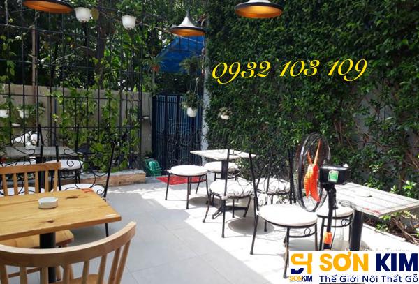 Hình 8: Bàn ghế cafe tại quán Cake Garden Coffee