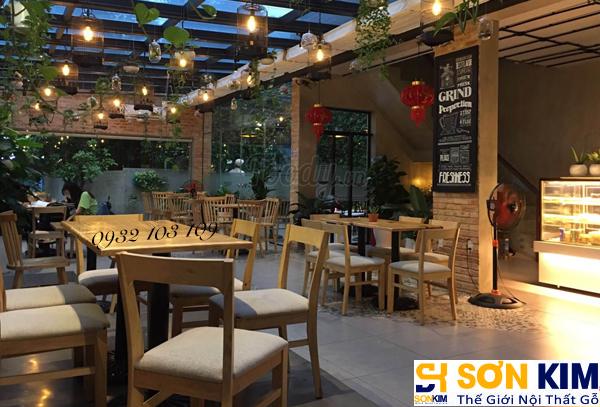 Hình 9: Bàn ghế cafe tại quán Cake Garden Coffee