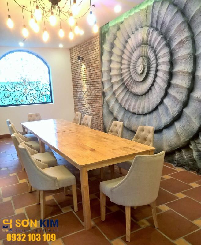 bàn ghế nhà hàng tại nhà hàng Hoàng Quyên