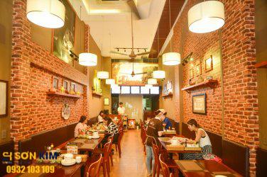 Hình 8: Bàn ghế nhà hàng tại Nhà Hàng Ơ Thương