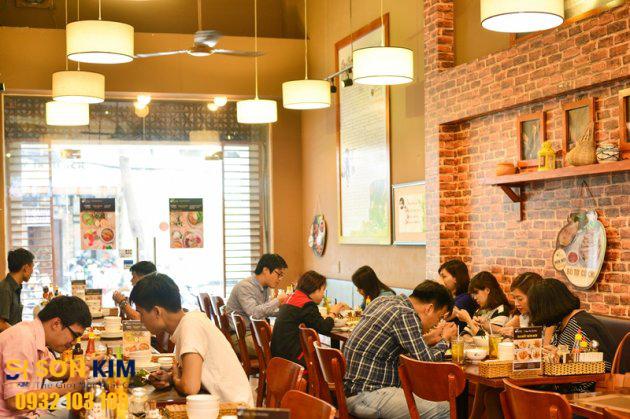Hình 9: Bàn ghế nhà hàng tại Nhà Hàng Ơ Thương