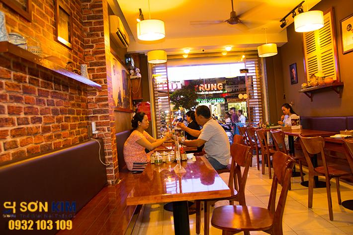 Hình 2: Bàn ghế nhà hàng tại Nhà Hàng Ơ Thương