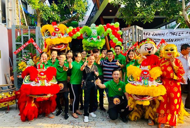 đội ngũ nhân viên tại quán cafe Coffee Micheal Dinh