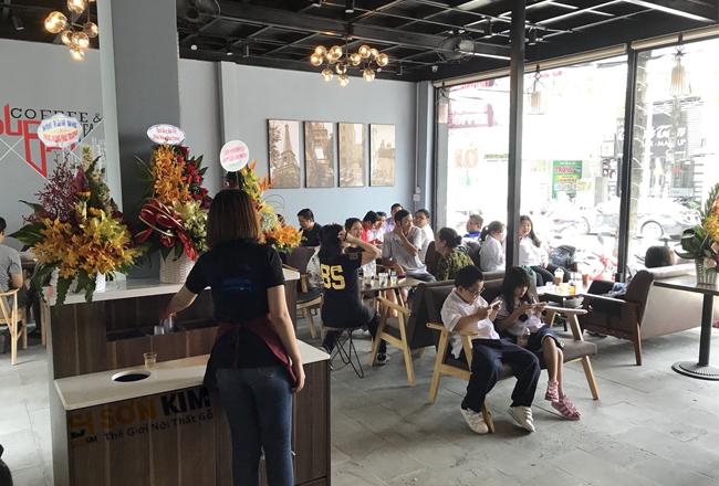 bàn ghế cafe thiết kế theo phong cách hiện đại