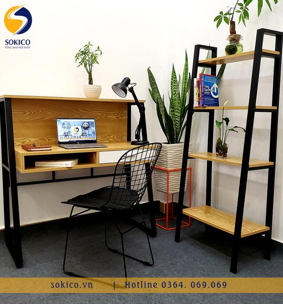 Bàn làm việc Sokico BLV02 bao gồm ghế ngồi và kệ sách 4 tầng