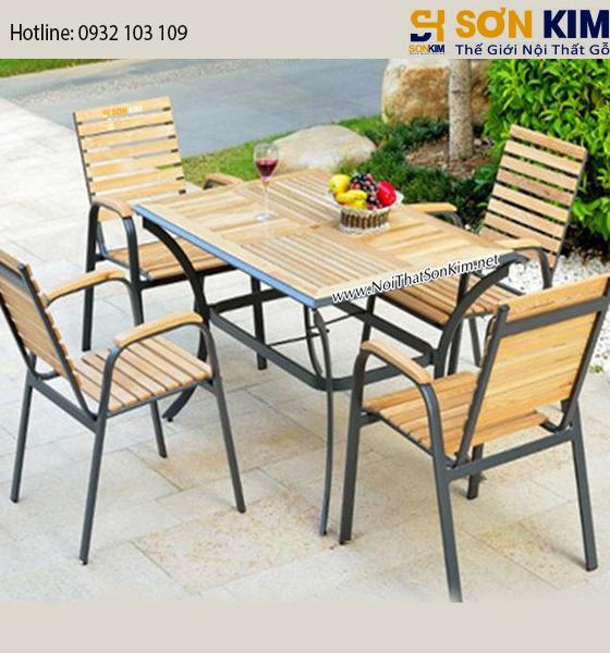 Xưởng sản xuất mẫu bàn ghế cafe gỗ chân sắt giá rẻ đẹp nhất TPHCM